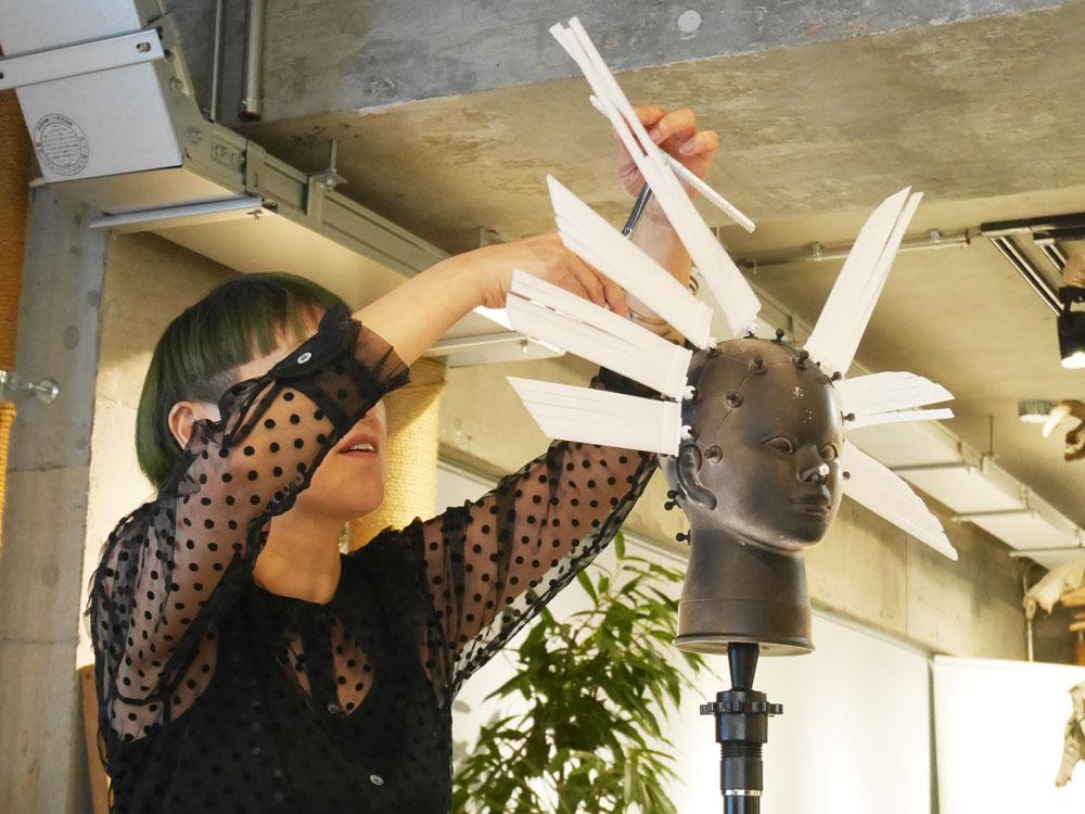 ステップボーンカット 考案創始者であるヘアメイクアップ・アーティストSAYURI