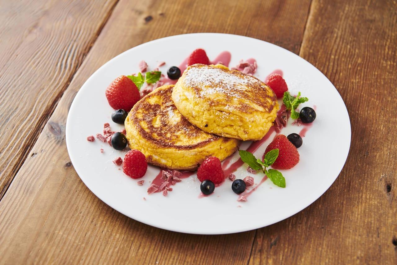 ボヌールカフェ メニュー リコッタチーズのパンケーキ ベリーソース