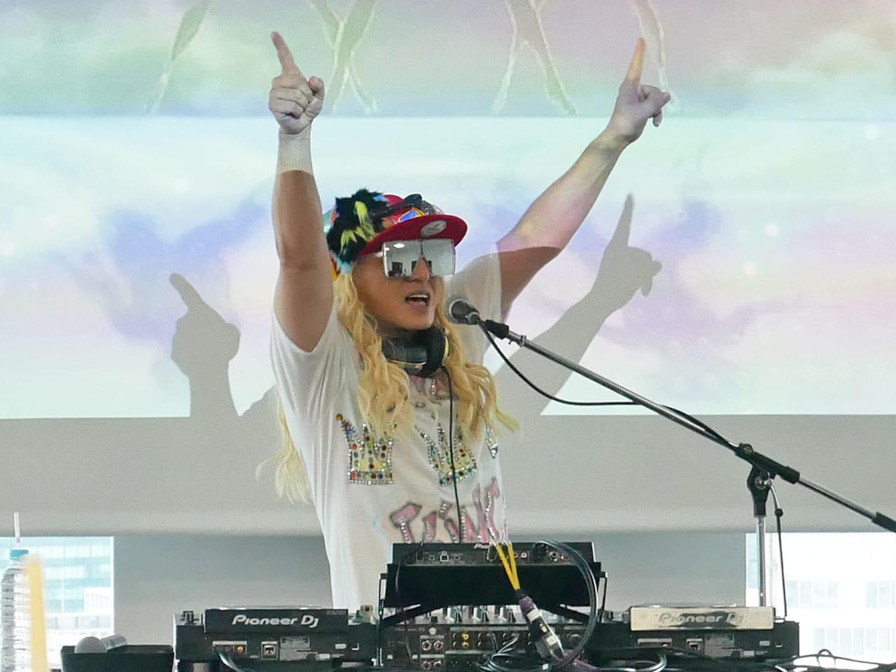 エイベックス DJ KOOによるミニライブ