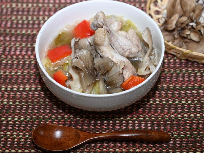 鶏手羽とまいたけの塩麹スープ レシピ
